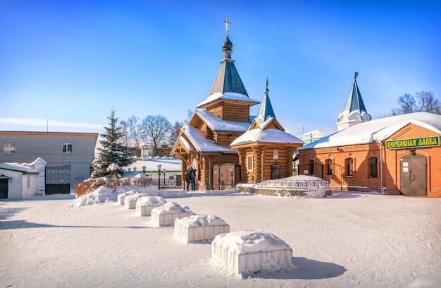 Capela de pedro e fevronia no mosteiro da trindade em murom no inverno