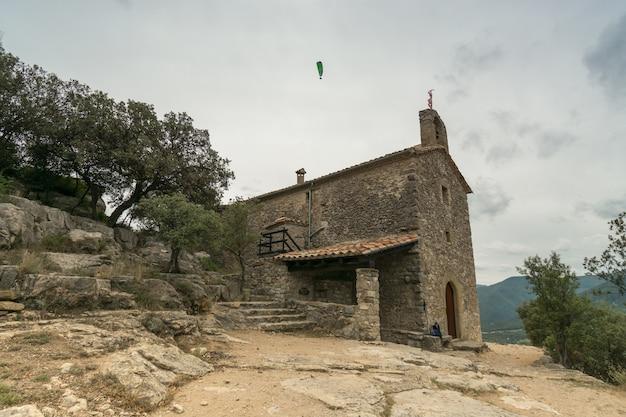 Capelas de pedra e parapente