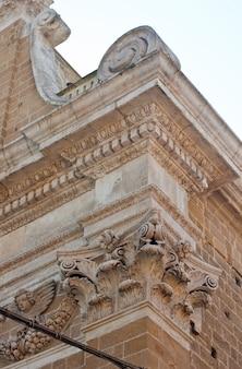 Capital coríntia de uma igreja, brindisi
