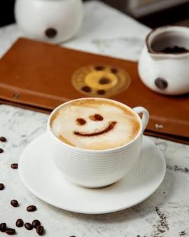 Cappuccino com canela desenho por cima