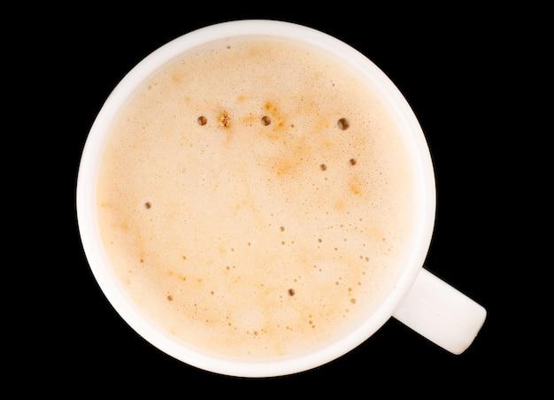 Cappuccino com espuma em copo branco