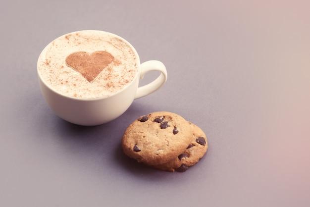 Cappuccino e pão de gengibre