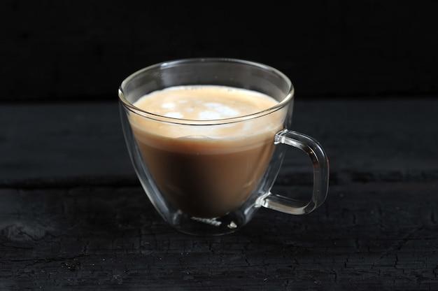 Cappuccino em uma caneca transparente