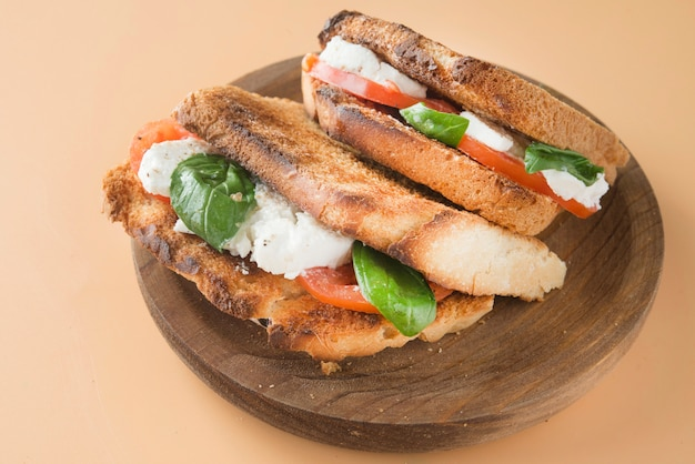 Caprese panini sanduíche saudável sanduíche