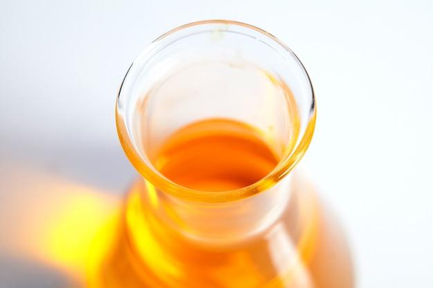 Cápsula de vitamina óleo de peixe para o conceito saudável