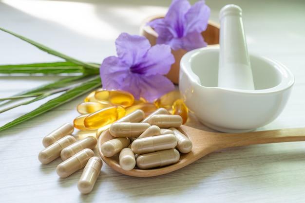 Cápsula orgânica à base de ervas de medicina alternativa com óleo de peixe ômega 3 de vitamina e