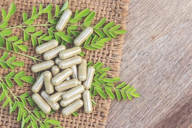 Cápsulas de ervas em pó para uma alimentação saudável