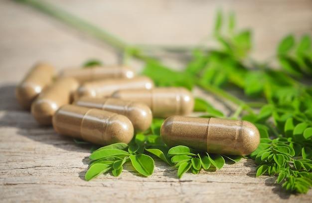 Cápsulas de medicamento de erva orgânica para uma alimentação saudável