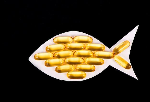 Cápsulas de óleo de fígado de bacalhau em formato de peixe, ômega 3, vitamina d