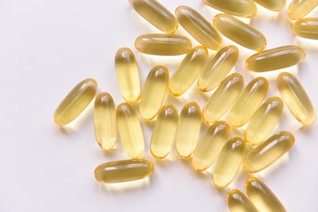 Cápsulas de óleo de peixe e vitamina d