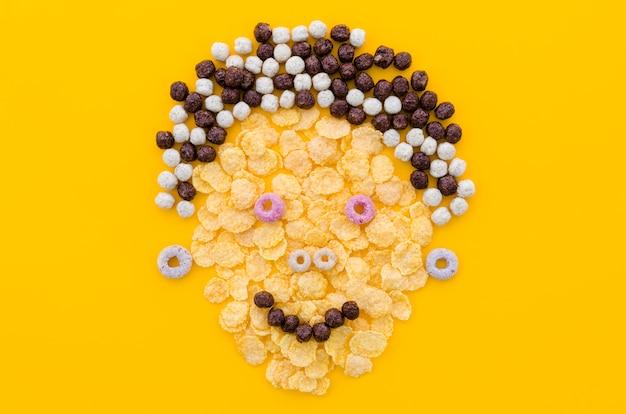 Cara engraçada feita com flocos de milho e cereais