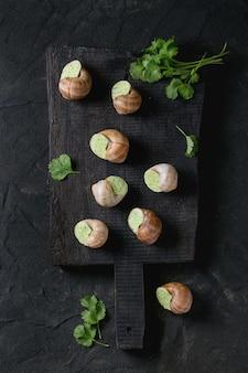 Caracóis não cozidos de escargot de bourgogne