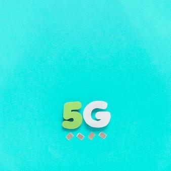 Caracteres 5g no fundo liso com cartões sim