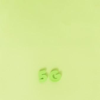 Caracteres 5g no fundo liso