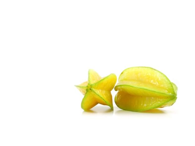 Carambola fruta estrela ou estrela maçã no fundo branco carambola estrela fruta saudável isolado