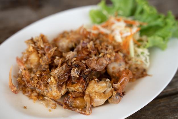Caranguejo frito caranguejo frito com alho crocante