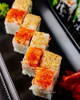 Caranguejo maki gengibre wasabi vista lateral