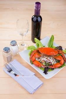 Caranguejo prato de frutos do mar com molho de curry na comida do restaurante.