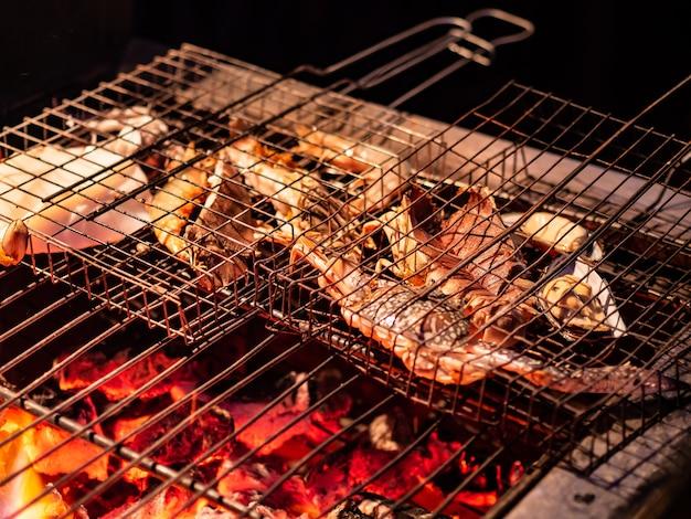 Caranguejos de marisco tropical fresco churrasco grelhado para jantar