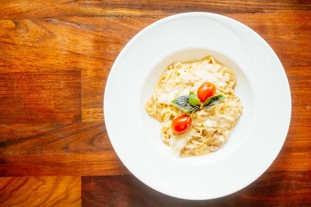 Carbonara comida saborosa refeição italiana