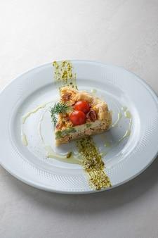 Cardápio de quiche de restaurante com salmão