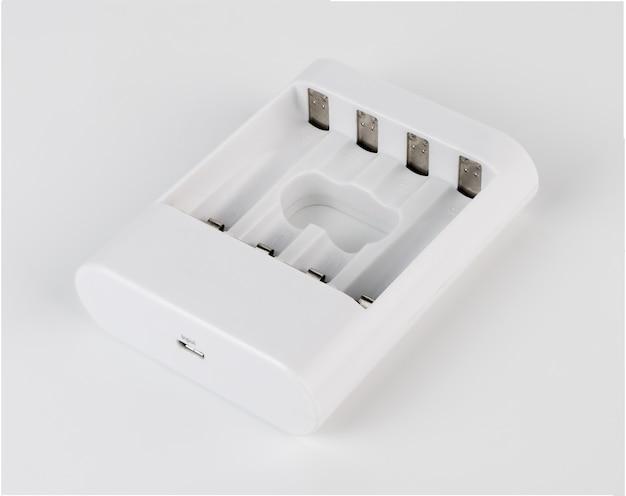 Carga de bateria branca isoalted no fundo branco