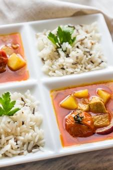 Caril amarelo tailandês com frango e arroz