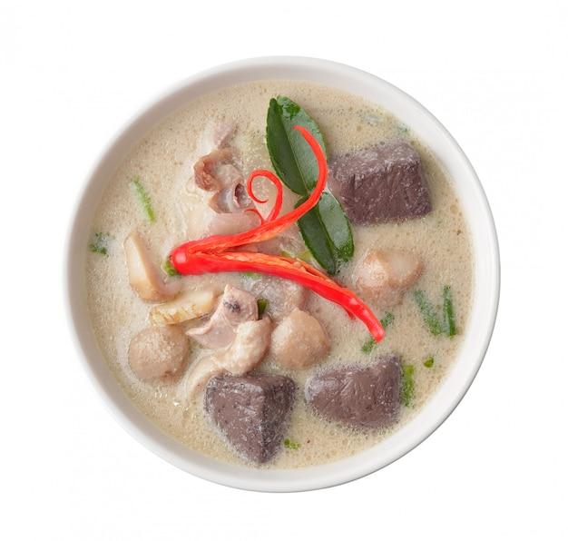 Caril de frango picante thaifood em leite de coco