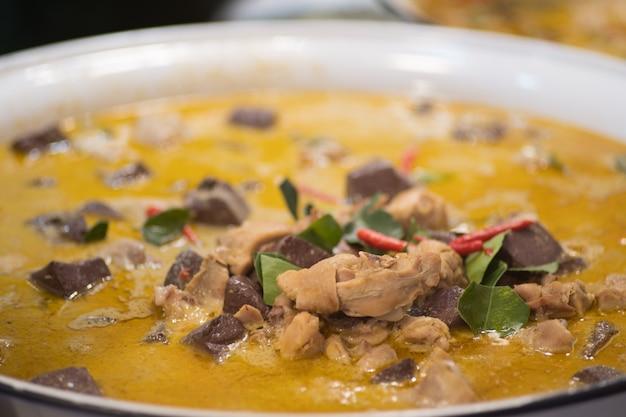 Caril verde do alimento tailandês com receitas da galinha