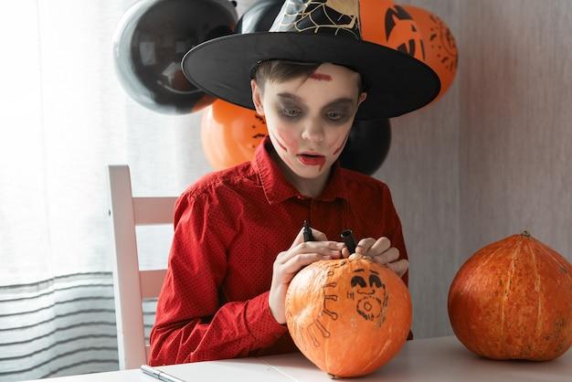 Carnaval de halloween com uma nova realidade com o conceito de pandemia.