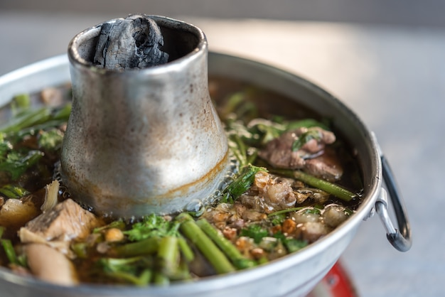 Carne assada clara com ensopado de sopa de tendão de carne