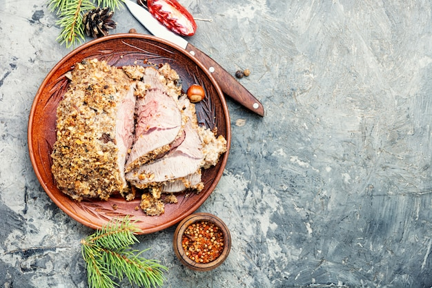 Carne assada de natal em fatias