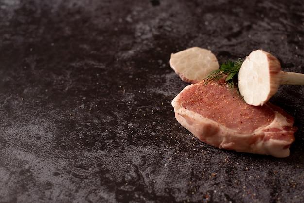 Carne crua, bife na vista superior