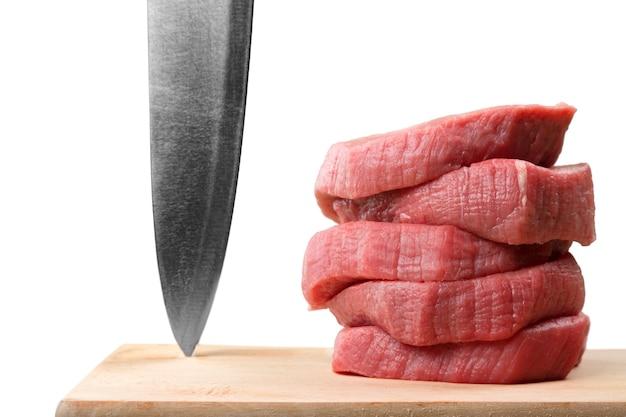 Carne crua fresca e faca no fundo