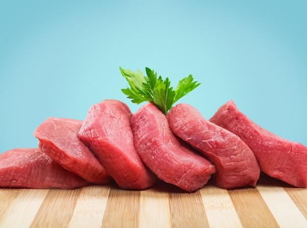 Carne crua fresca no fundo