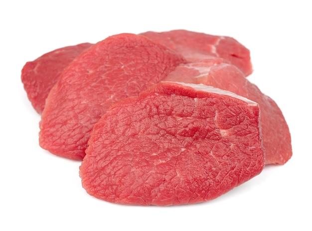 Carne crua isolada no branco