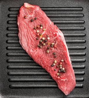 Carne crua na panela
