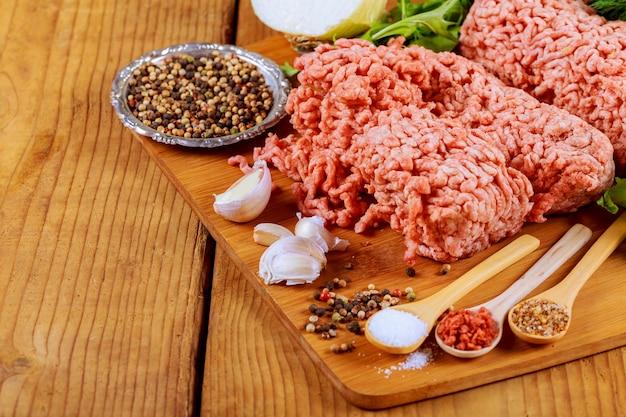 Carne crua orgânica