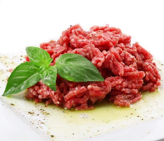 Carne crua pronta para tártaro
