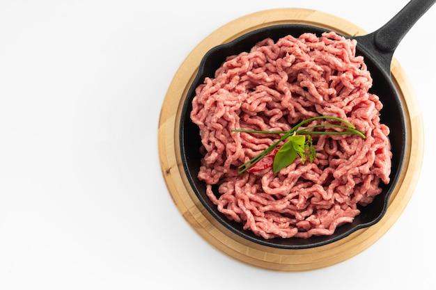Carne crua vermelha picada
