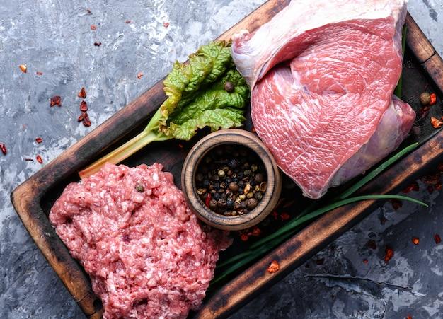 Carne de bovino e recheio de carne