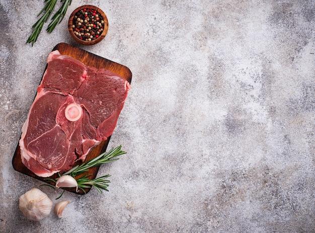 Carne de cordeiro com alecrim e especiarias