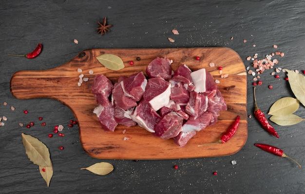 Carne de cordeiro picada crua
