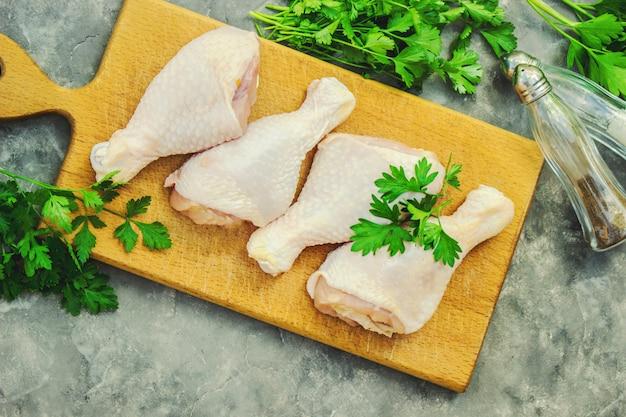 Carne de frango, foco seletivo. comida e bebida.