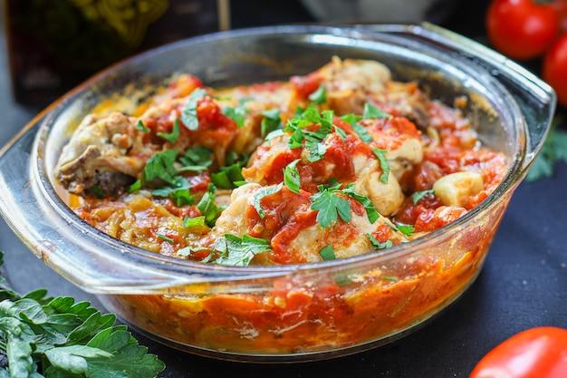 Carne de frango molho de tomate chakhokhbili