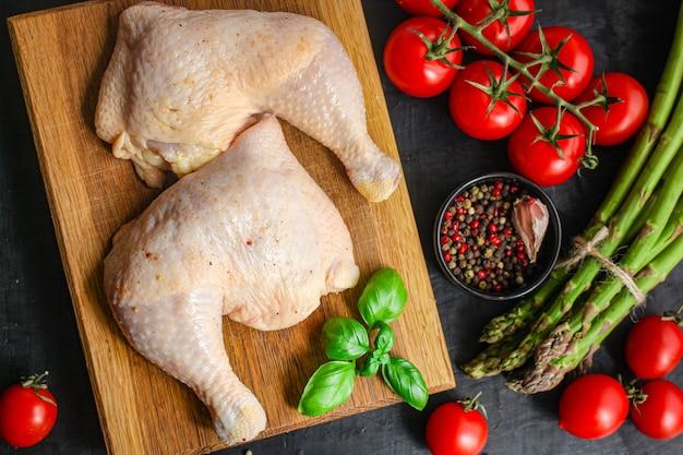 Carne de frango pedaços crus pernas de galinha
