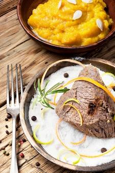 Carne de guisado com especiarias