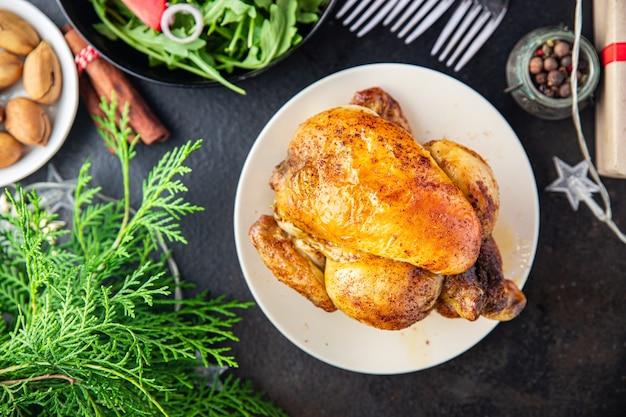 Carne de natal, frango, frango ou peru, mesa de ano novo, frango coquelet refeição fresca