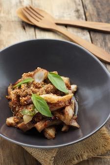 Carne de porco assada, comida tailandesa