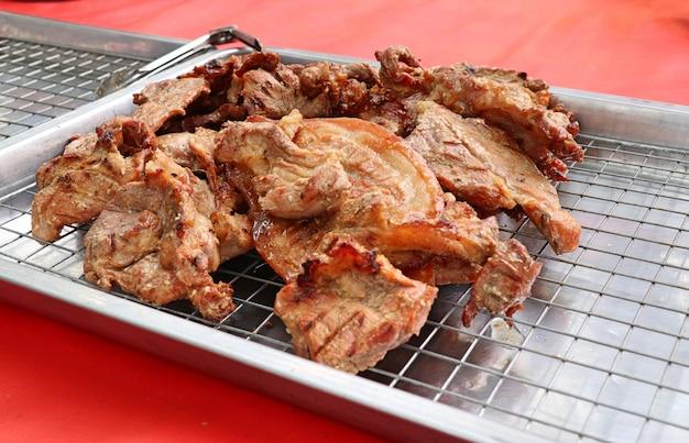 Carne de porco assada na comida de rua